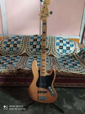 Good condition Fander square jazz with hard case