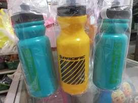 Botol/termos minum sepeda merk Pacific.