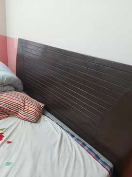 selling double bed with matress at resonable price