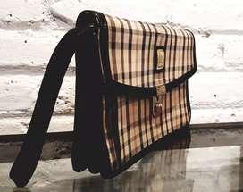 DAKS LONDON clutch..ada di Mark Borham /gudang brg2 original branded.