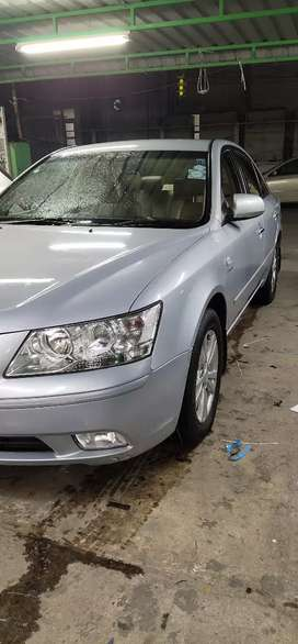Beautifully maintained Automatic Sonata with less droven