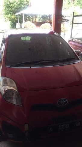 Toyota Yaris Merah