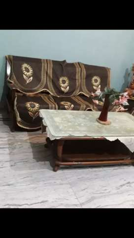 Wants to sell antique sofa set 5 seater with wooden table