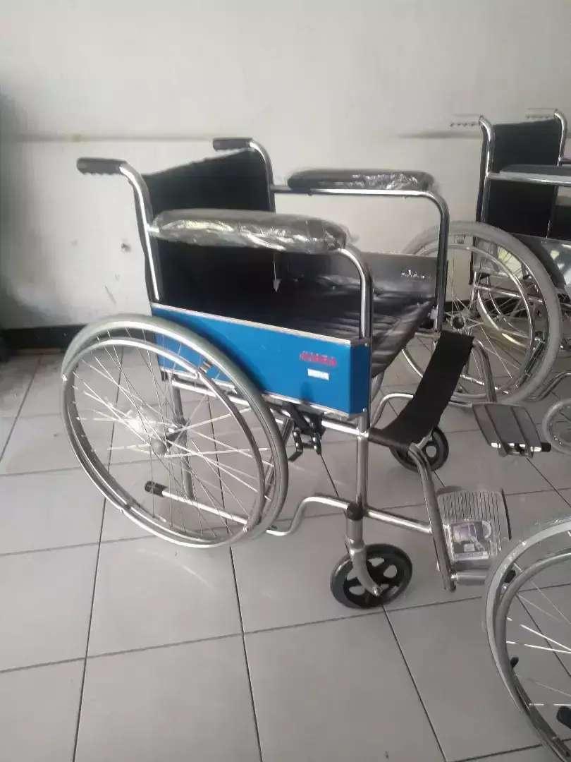 Kursi roda standart juara