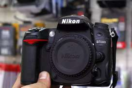 Nikon D7000 with 50mm lens exchange possible with iphones only