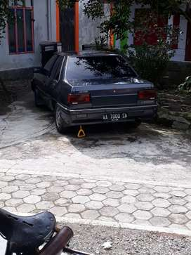 Mobil sedan lancer