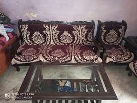 Sofa set 5 seater + 1 glass tabel