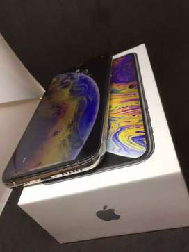 IPhone Xs 64gb ( silver colour )