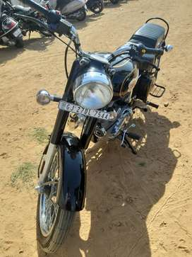 Only 6 months used Royal Enfield standard 350 for sell showroom condit