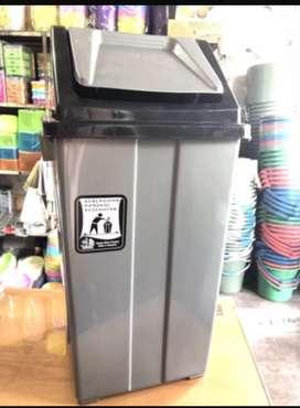 Tempat sampah plastik 42 liter merk PUP