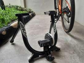 Minoura Magturbo (Latihan Sepeda Statis) Latihan Sepeda di Rumah