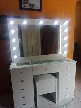 Vanity mirror/meja rias lampu