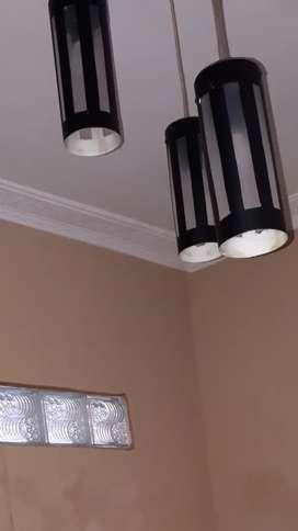 Lampu hias gantung dan dinding