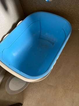 Cat litter box with cover and lid