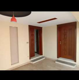 10marla full 2 year used house for sale in bahria town lhr