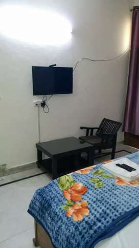 GUST house and pg available in Noida near City centre.. and.. SEC 56