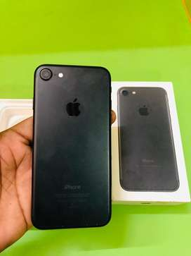 iPhone 7 128gb with charger and box in fresh condition
