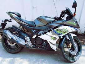 R15 v2 urgent sell in fresh condition