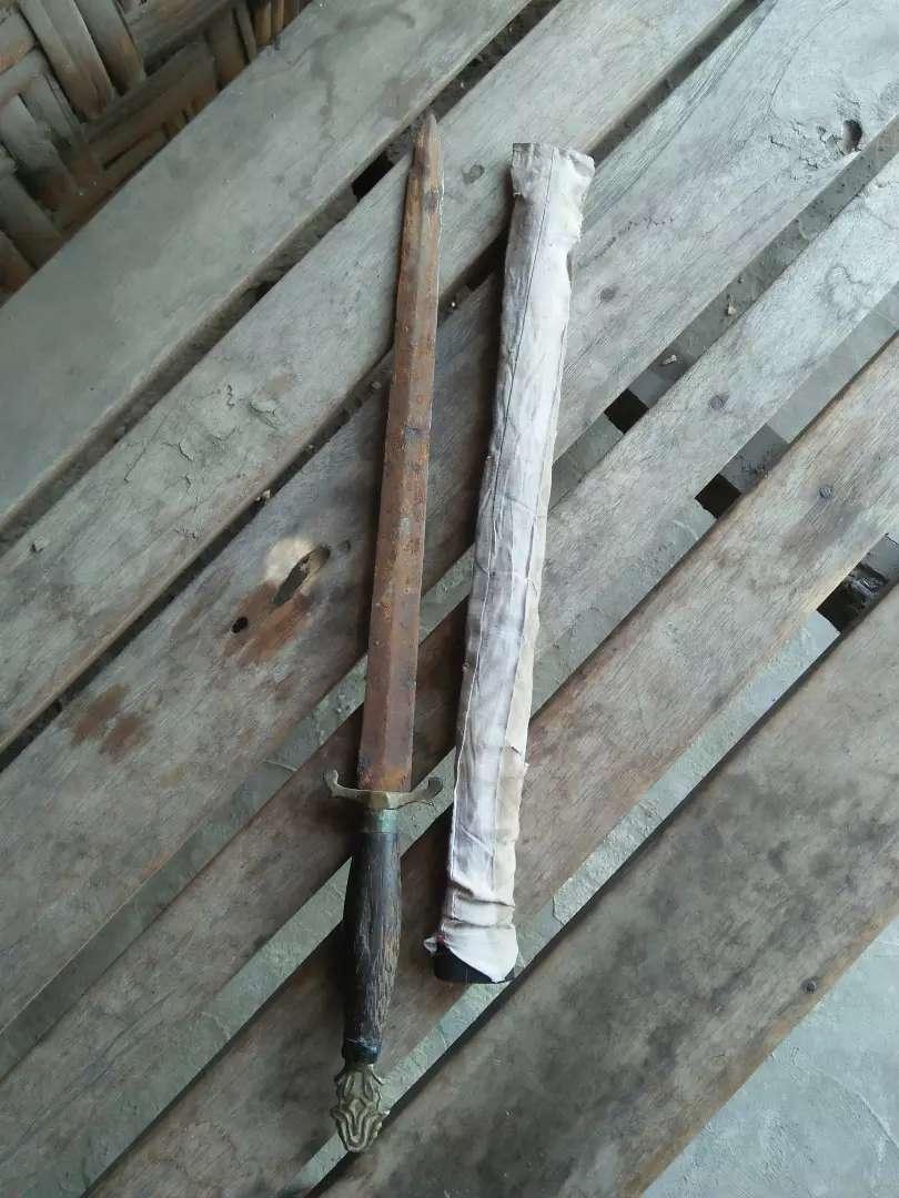 Pedang atau pisau atau yang lainnya 0