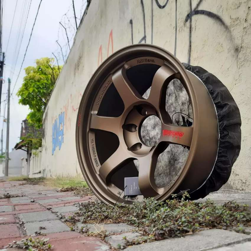 Velg rays te37 R18x9.0 h6x139.7 et0 untuk mobil Pajero Fortuner Strada 0