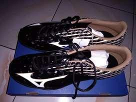 Sepatu futsal mizuno basara 104 in