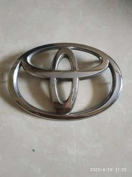 Dijual emblem grill depan toyota innova 2008