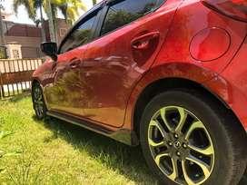 Mobil Mazda 2 R