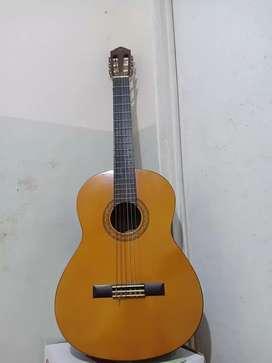 Menyewakan Gitar Akustik Elektrik Yamaha CX40 KOTA MALANG