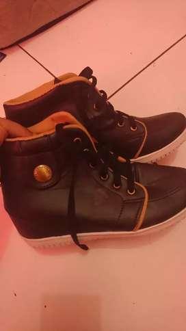 Sepatu boot ada heelsnya didalem ya