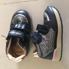 Sepatu semi boots anak