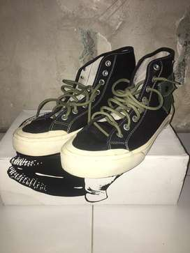 sepatu losing grip x r80 dan sepatu poison street vogue pocket