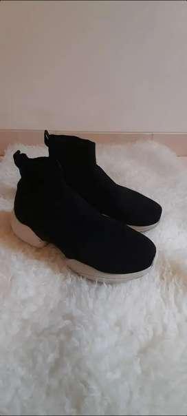 Sepatu Zara man sock style sneakers 44