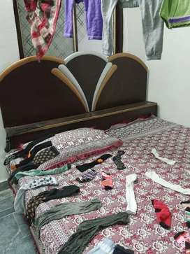 Bed, dressing table and almari