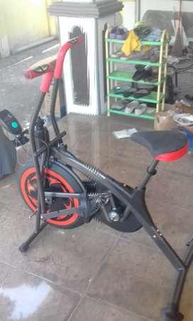 Sepeda statis dual teraphy kesehatan maxfitt 50 pilasporty