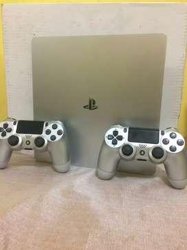 Dijual PS 4 slim dan fat sama sama 500gb