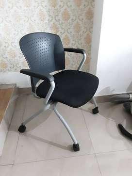 kursi kantor dengan roda