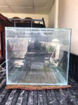 Kaca akuarium bekas