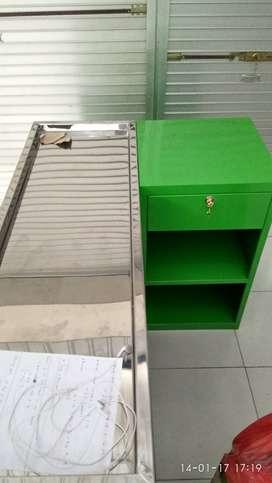 Meja kasir Kuat dan kokoh bisa pesan dan pilih warna kesukaan