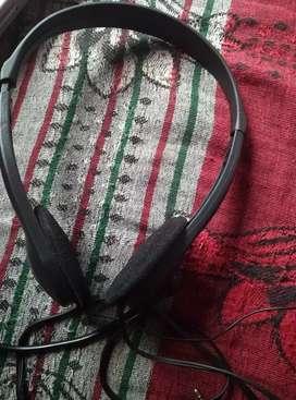 Headset or Headphones