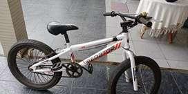Sepeda type BMX senator