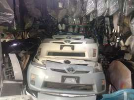 Prius 1.8 front bumpers japani availble in all colrs..0 metr  antique
