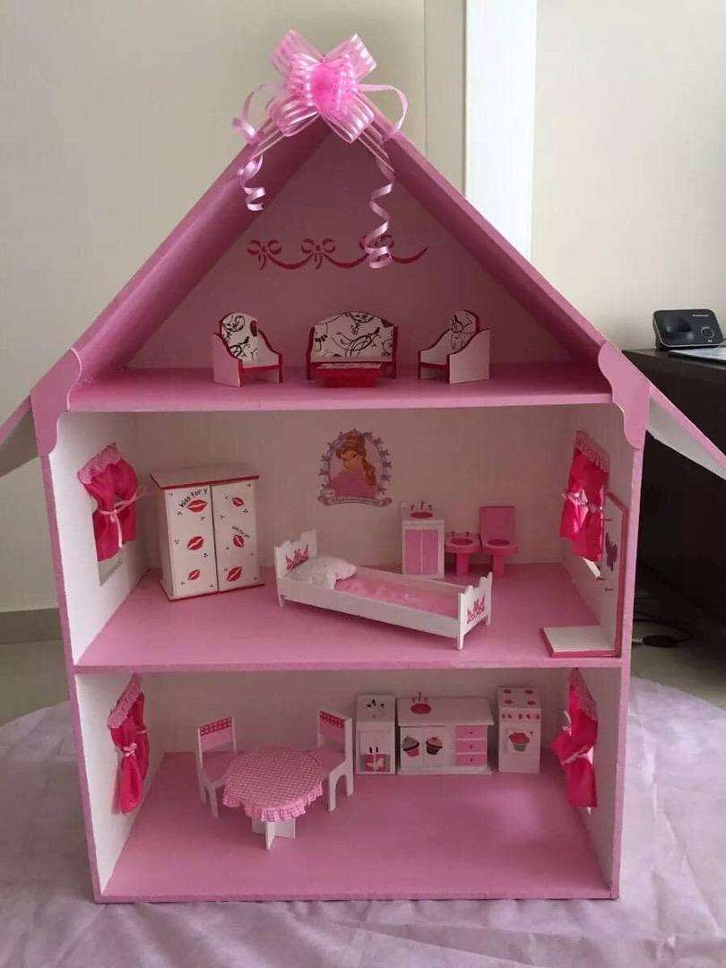 Wooden Doll House 0