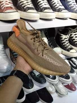 Sepatu Yezzy, Adidas, Nike Airmax, Jordan, Balenciaga dll