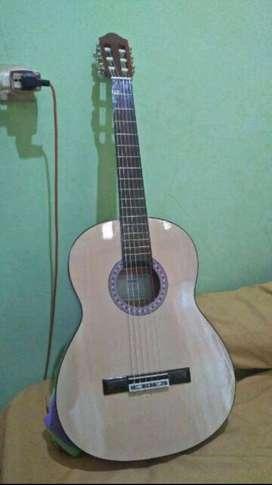 Gitar akustik klasik yamaha senar nilon tanam besi murah ukuran 4/4