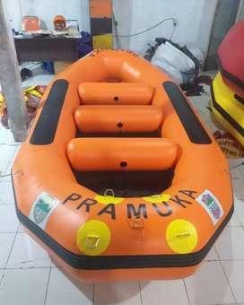 Perahu karet rafting Oren  kap 8 orang