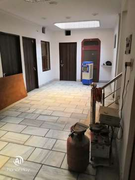 2 well furnished floors for rent
