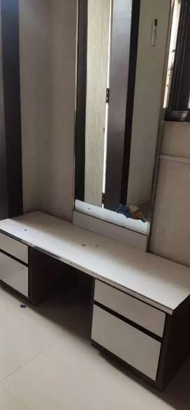 Dressing table in white color