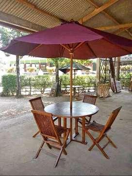 Sudah politir (finishing) set Meja taman outdoor untuk santai
