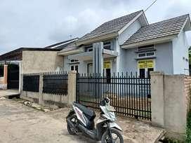 Rumah minimalis siap huni sudah pagar keliling murah dijual cepat.