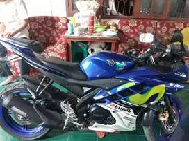 Yamaha R15 movie star